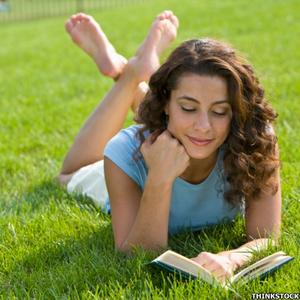 556_woman_reading_book_on_grass_3001